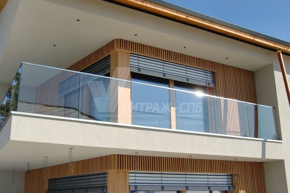 Стеклянное ограждение балкона и его разновидности-Витраж СПб